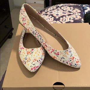 Beautiful old navy flats. Never worn